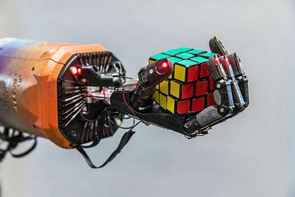 Robotic hand learns to solve Rubik's Cube