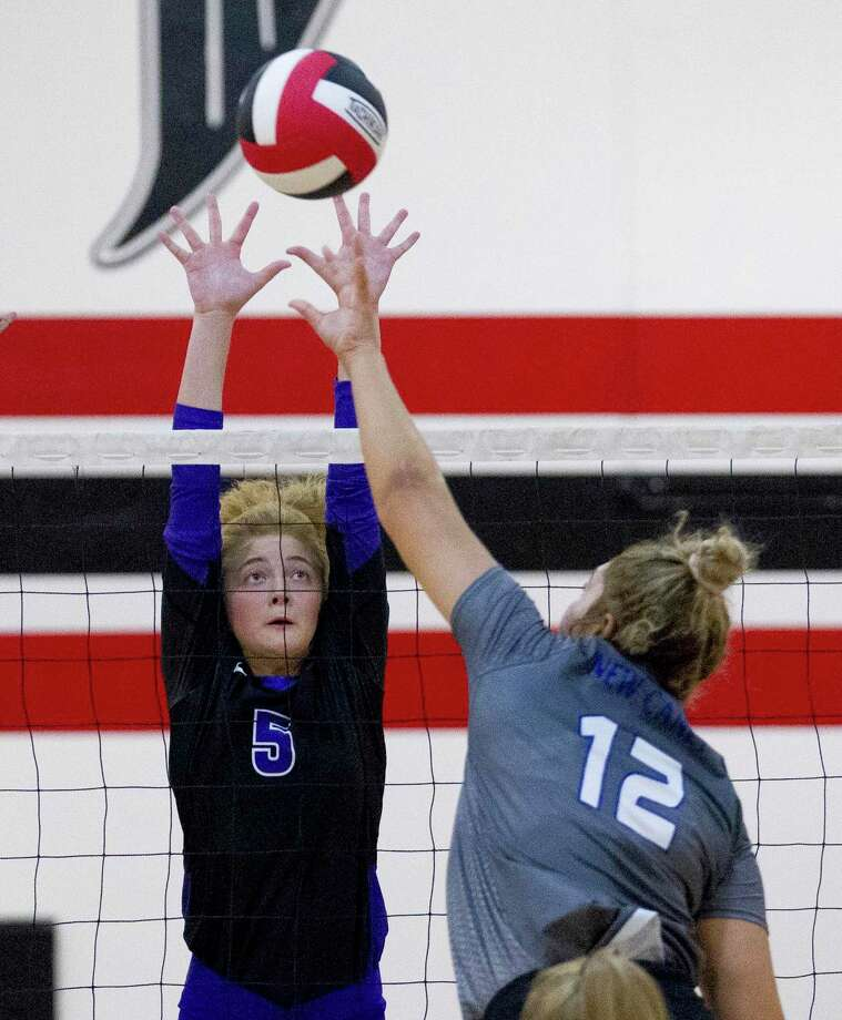 Willis outside hitter Taylor Thomas, shown here earlier this season against New Caney, had 14 kills and 16 digs Tuesday night in a win at Montgomery. Photo: Jason Fochtman, Houston Chronicle / Staff Photographer / Houston Chronicle