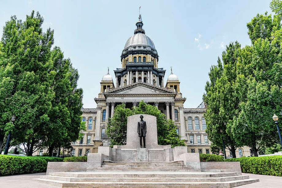 A statue of Abraham Lincoln sits in front of the state Capitol in Springfield. Several cities in the Land of Lincoln are among the nation's slowest-growing. Photo: Getty Images