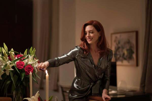 """Anne Hathaway gives her annoyingest all in """"Modern Love."""""""