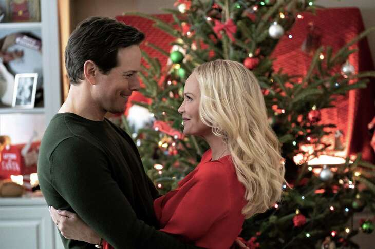"""Broadway sensation Kristin Chenoweth makes beautiful Christmas music as her character falls for a widowed architect (Scott Wolf) in Hallmark Hall of Fame's """"A Christmas Love Story."""""""
