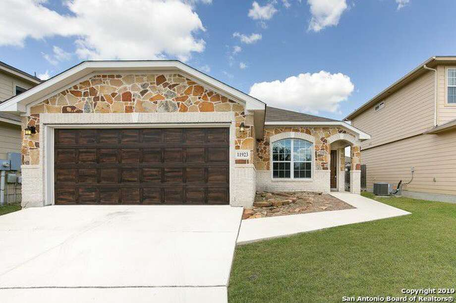 11923 Nixon Pt, San Antonio, TX 782543 Bedrooms 2 Baths Listing Agent: Alexis Weigand Listing Broker: Keller Williams Boerne  Photo: SABOR