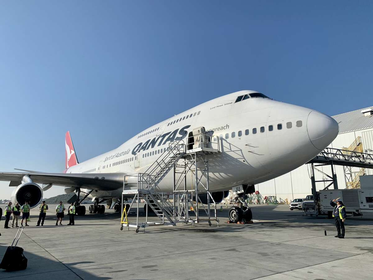 Pictured here at Los Angeles International Airport, the outgoing Qantas Airways Boeing 747-400 bears the nickname Lord Howe Island.