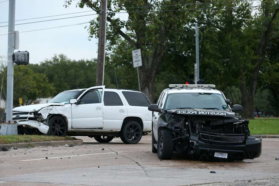 Traffic on South Braeswood Boulevard westbound is blocked due to a two-vehicle crash involving a police patrol SUV on Thursday, Oct. 17, in Houston. Two people were taken to the hospital in unknown condition. Photo: Yi-Chin Lee/Staff Photographer