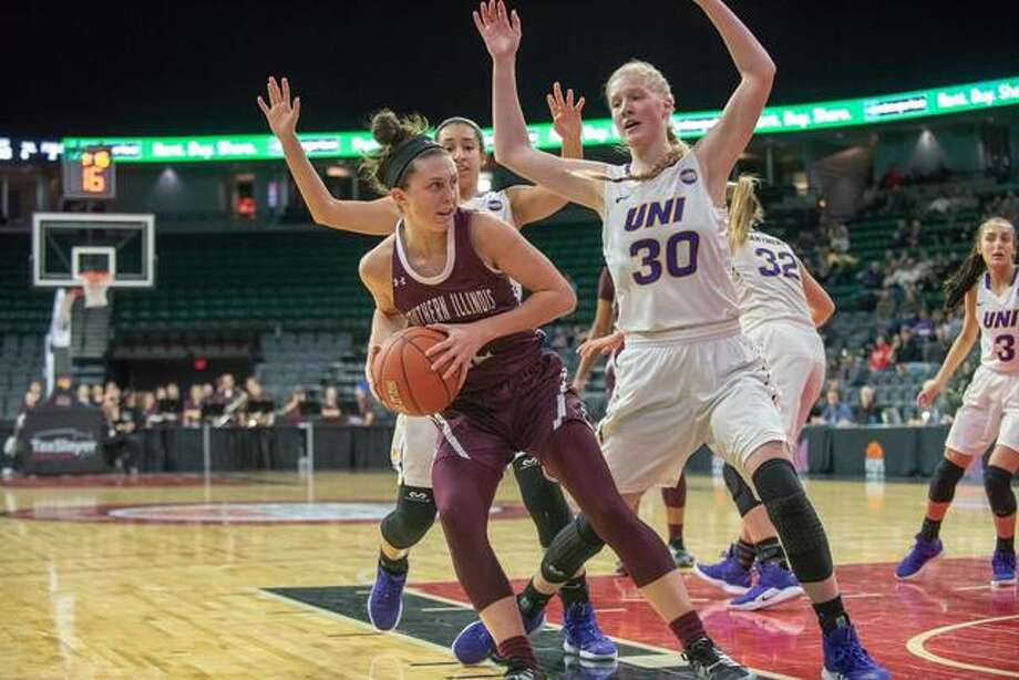 Makenzie Silvey, left, in action for the Salukis during the 2018-19 season. Photo: Saluki Athletics
