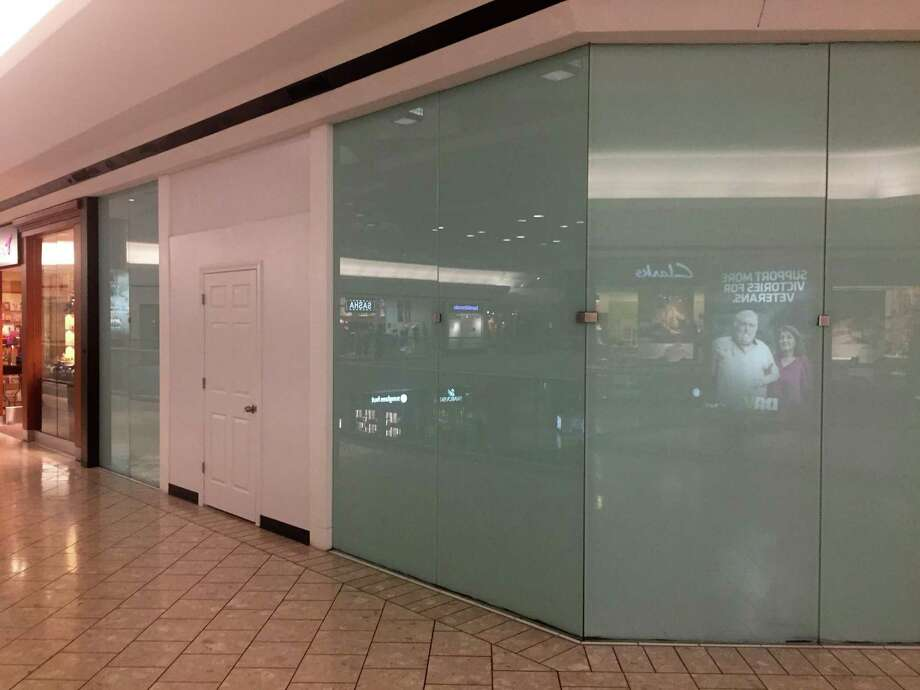 A now-vacant storefront on the fifth level of Stamford Town Center marks the former location of a Pandora jewelry store, which closed Oct. 6, 2019. Photo: File Photo