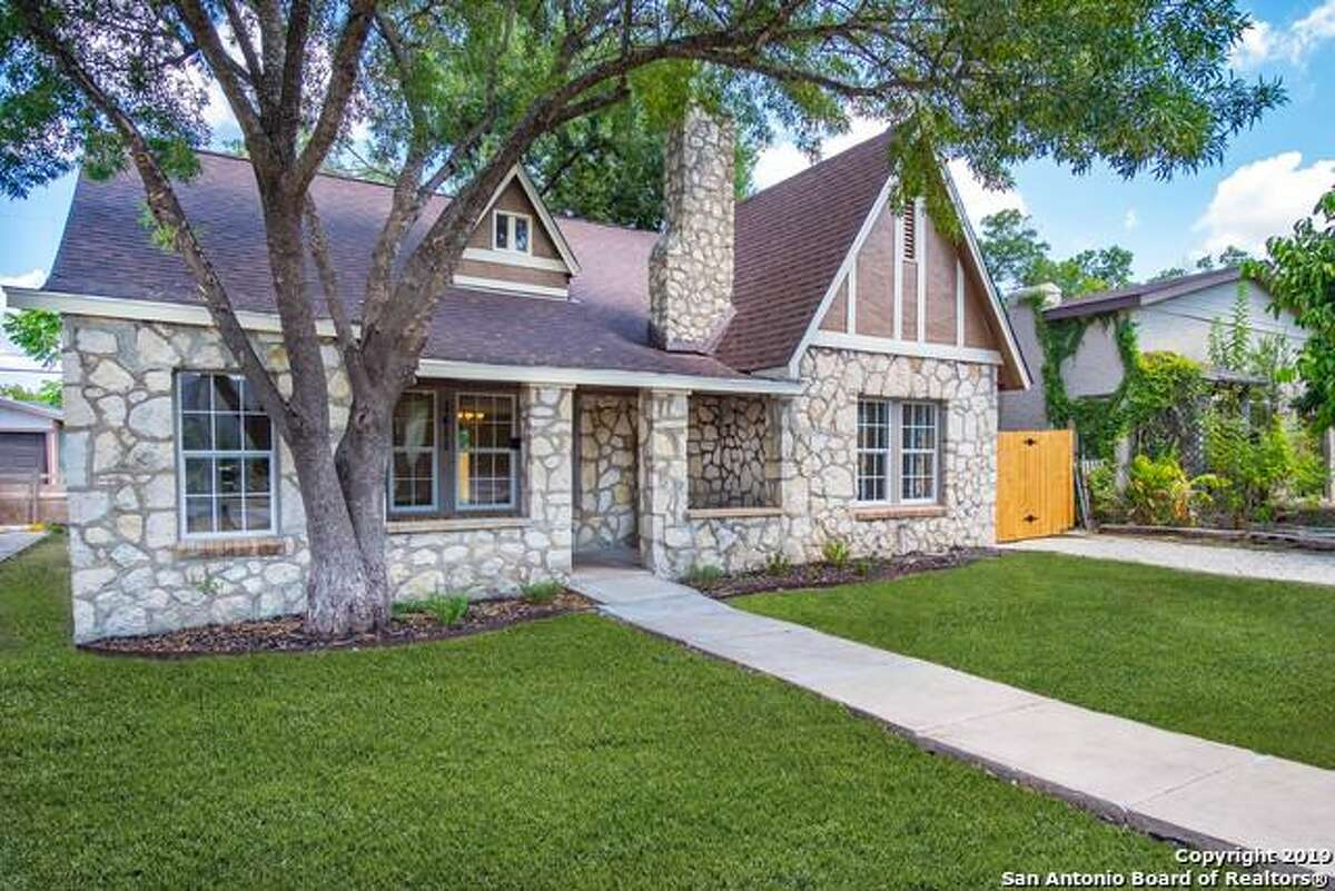 1141 Hicks Ave, San Antonio TX 78210 5 Bedrooms  Full Baths Listing Agent: Agustin Devoto Listing Broker: Artex Realty LLC