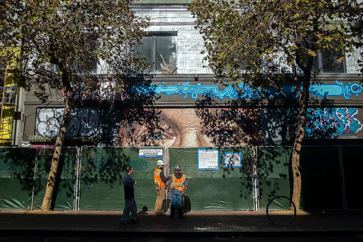 The mural of Robin Williams at 1028 Market St. will be removed as Olympic Residential Group and Tidewater Capital build 193 rental apartments in San Francisco. The mural was created by a street artist from Argentina named Cobre.