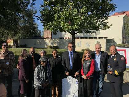 Oakland honors heroes, the fallen 30 years after Loma Prieta earthquake