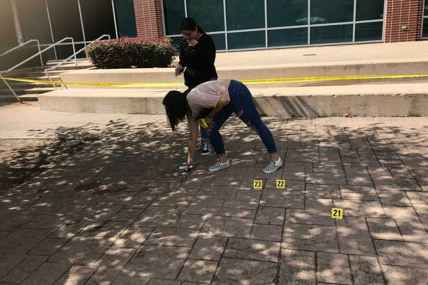 University of Houston-Downtown Scene Investi-Gators recently competed ina regional Crime Scene Investigation competition at the Southwestern Association of Criminal Justice Annual Meeting in Houston.