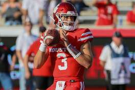 Houston Cougars quarterback Clayton Tune (3) looks for an open receiver during the fourth quarter of the college football game between the Cincinnati Bearcats and Houston Cougars at TDECU Stadium, October 12, 2019 in Houston, TX.
