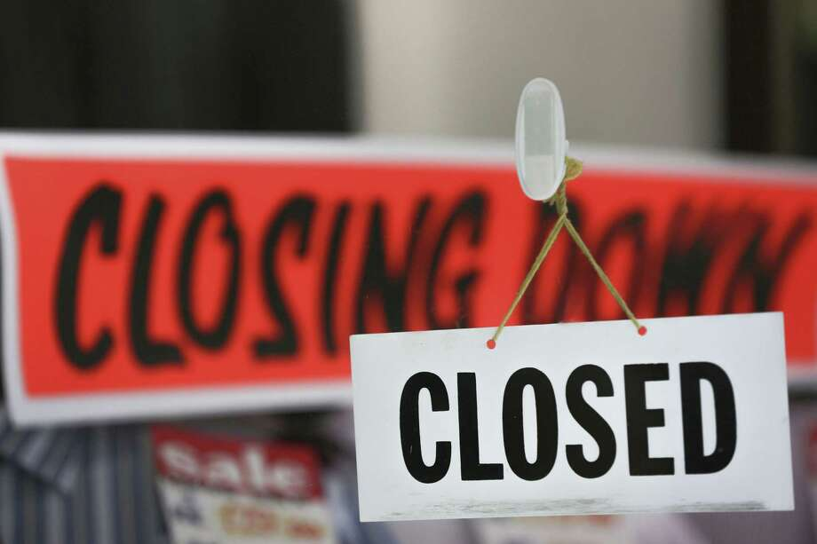 A ''closed'' sign hangs in a store window in London on Sept. 17, 2012. Photo: Bloomberg Photo By Jason Alden. / 2012 Bloomberg Finance LP