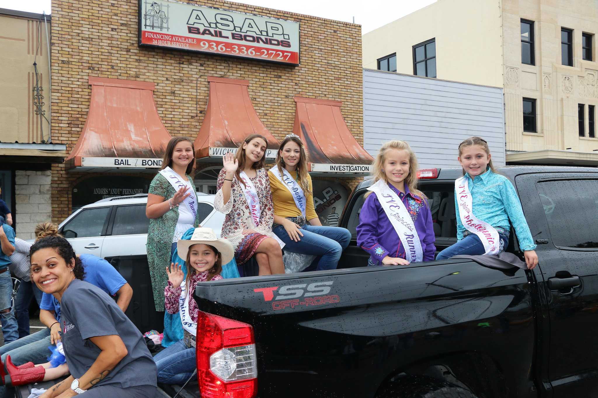 Trinity Valley Exposition rolls down Main Street in Liberty