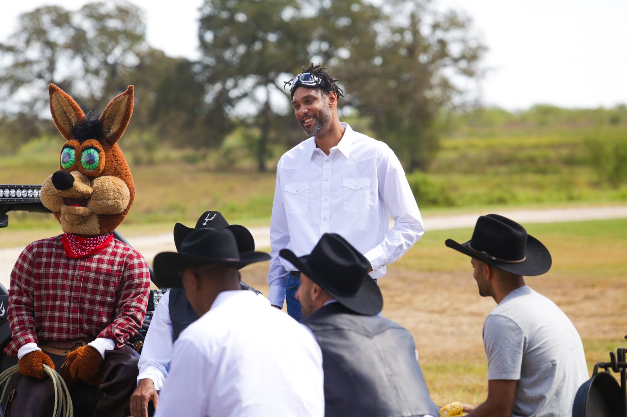 Behind-the-scenes look at Big Three's reunion for traditional H-E-B commercials