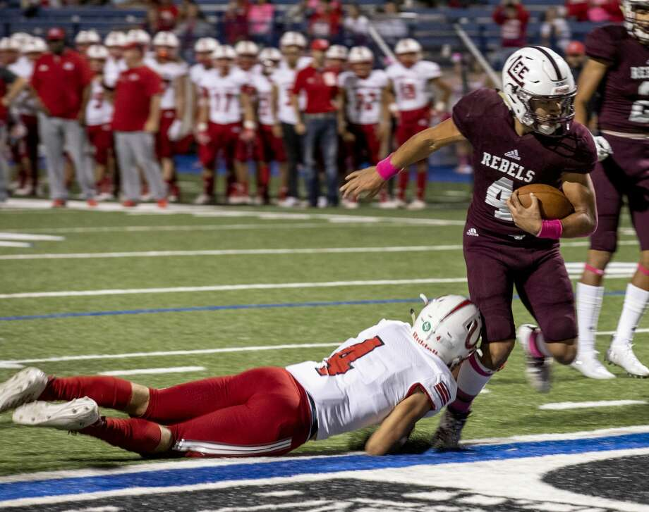 Lee's Mikey Serrano (4) scores a touchdown as Odessa High's Jesse Cervantes (4) attempts to grab his leg Friday, Oct. 18, 2019 at Grande Communications Stadium. Photo: Jacy Lewis/Reporter-Telegram
