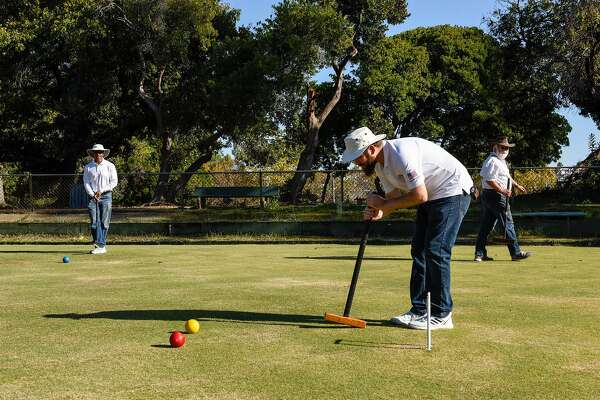 World champ croquet player shows up in Oakland. Mobs do not materialize