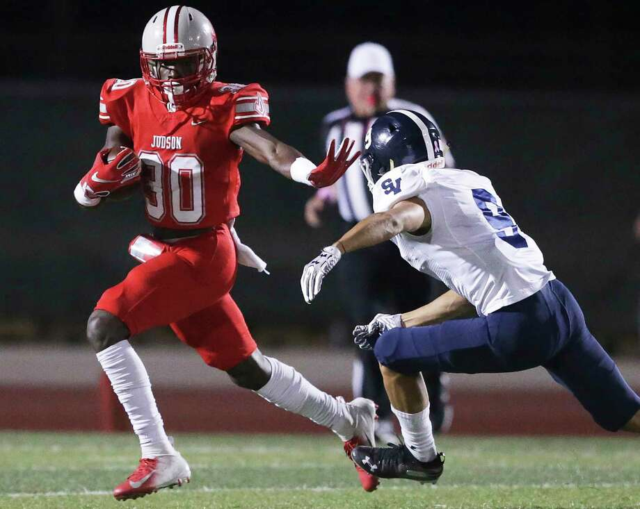 De'Anthony Lewis sprints into the open for the Rockets as Judson hosts Smithson Valley at Rutledge Stadium on Oct. 18, 2019. Photo: Tom Reel, Staff / Staff Photographer / 2019 SAN ANTONIO EXPRESS-NEWS