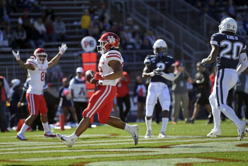 Houston running back Kyle Porter (22) scores during the first half of an NCAA college football game against Connecticut, Saturday, Oct. 19, 2019, in East Hartford, Conn. (AP Photo/Stephen Dunn)