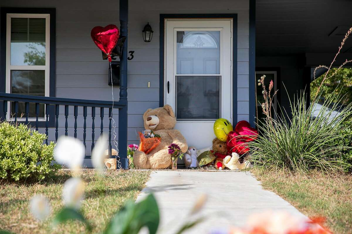 A makeshift memorial outside the home of Atatiana Jefferson, who was shot and killed by a Fort Worth police officer responding to a call from a concerned neighbor, in Fort Worth, Texas, Oct. 14, 2019. The funeral for Jefferson, who was shot and killed by a Fort Worth police officer now charged with murder, has been postponed after a family dispute. (Ilana Panich-Linsman/The New York Times)