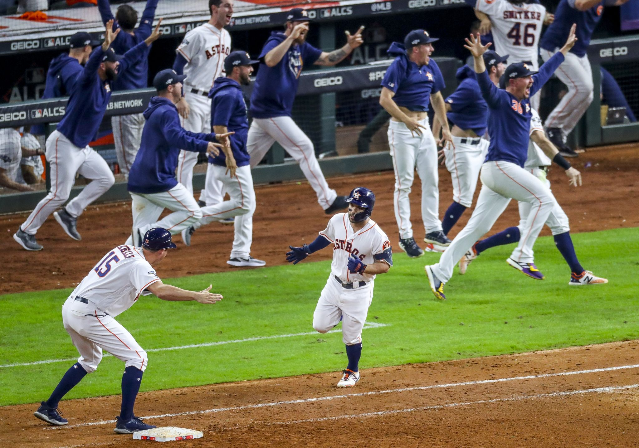 Astros ride Minute Maid magic to World Series