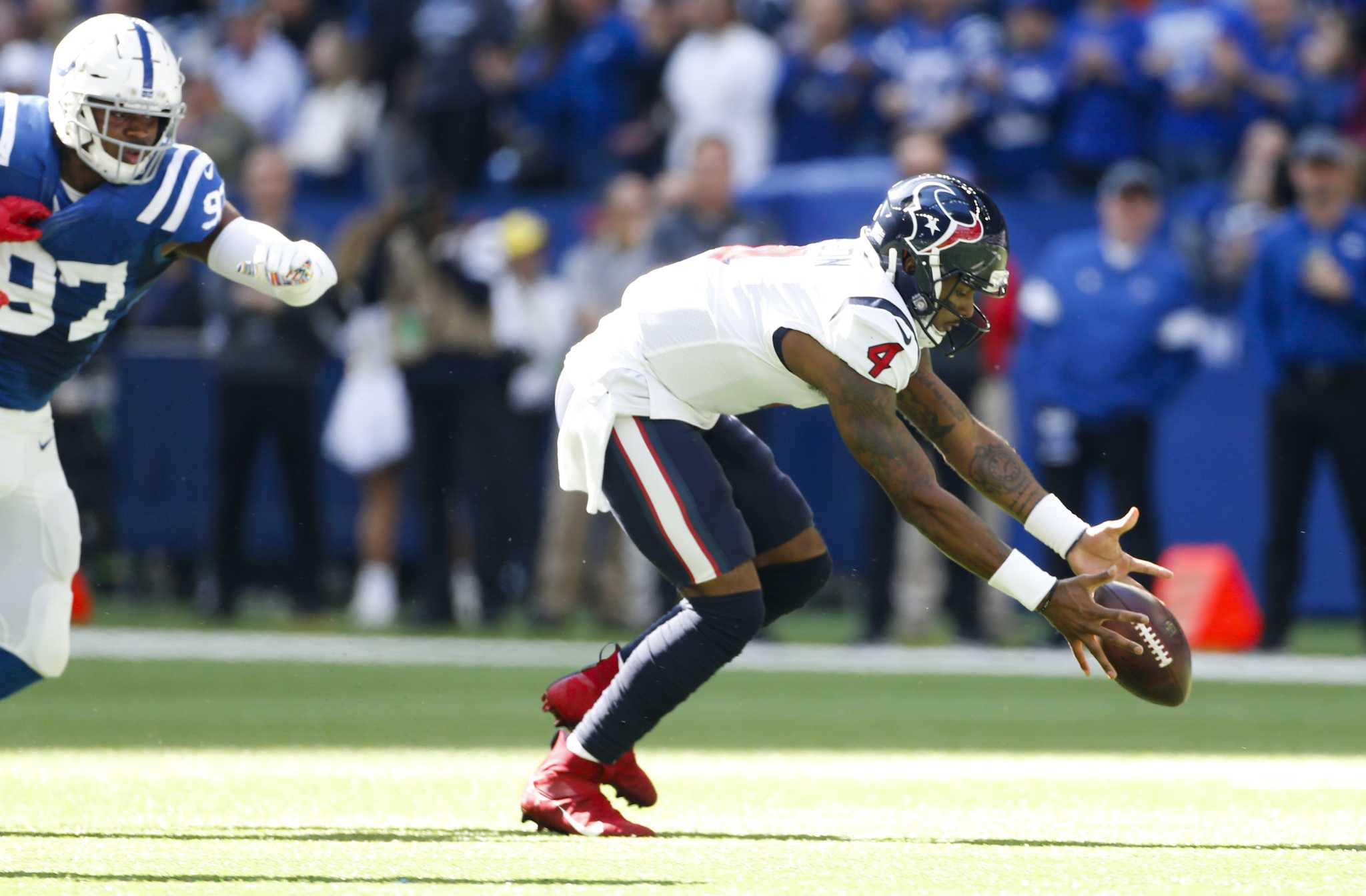 Colts hold off Texans to take first place in AFC South