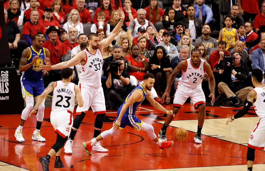 In an attempt to contain Stephen Curry, the Toronto Raptors utilized a box-and-one defense against the Warriors in Game 2 of last season's NBA Finals. Photo: Scott Strazzante / The Chronicle