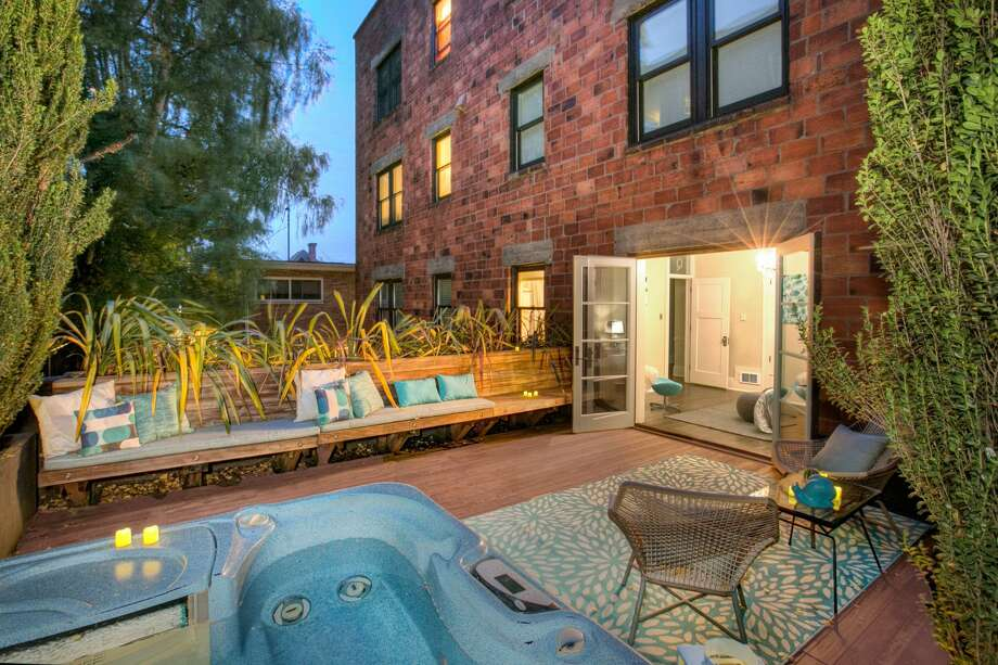Charm, history, and a hot tub: Capitol Hill condo asks $870K Photo: Greg@GregWhitePhoto.com, GK