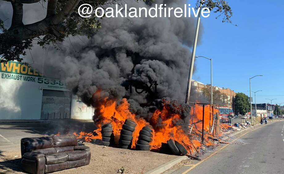 The fire happened near the intersection of 12th Street and 18th Avenue.(Photo:@Oaklandfirelive / Twitter)