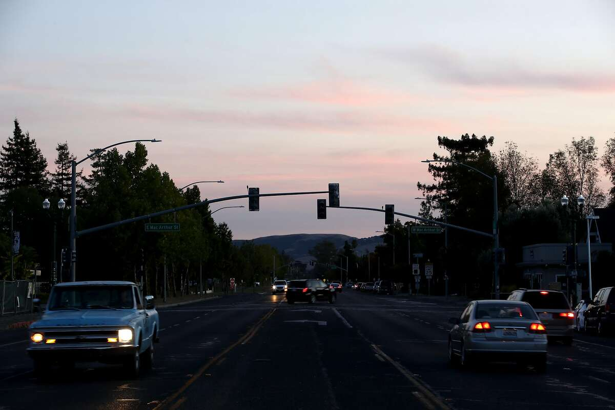 SONOMA, CALIFORNIA - OCTOBER 10: Traffic lights in the Sonoma area are out due to power outages on October 10, 2019 in Sonoma, California. Power outages were scheduled as preemptive moves by PG&E to address hot, dry and windy weather and the risk of wildfires, according to the company. (Photo by Ezra Shaw/Getty Images)