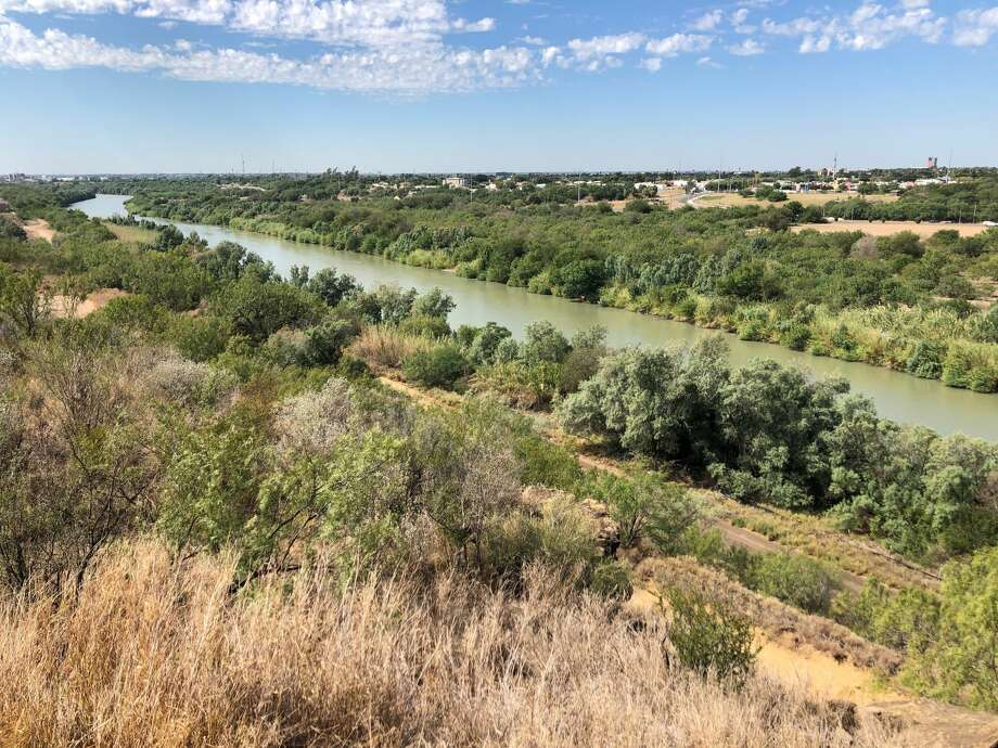 A suspected smuggler pleaded guilty on Monday to letting an immigrant drown in the Rio Grande as he guided a group, according to court documents. Photo: Julia Wallace/Laredo Morning Times