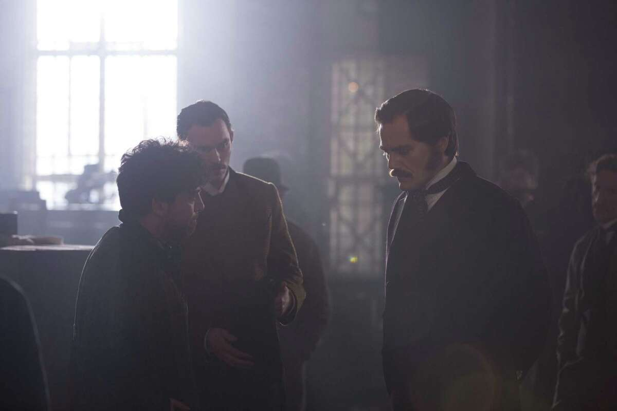 """Alfonso Gomez-Rejon and Michael Shannon on the set of """"The Current War: Director's Cut"""""""