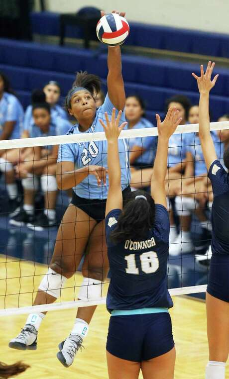 Harlan senior Mikaela Garvin helped the Hawks clinch at least a share of their second straight 28-5A title. Photo: Tom Reel / Staff Photographer / 2019 SAN ANTONIO EXPRESS-NEWS