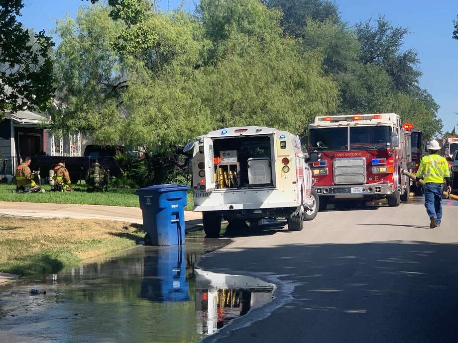 The San Antonio Fire Department is investigating a structure fire in the 2300 block of Texas Avenue Monday afternoon. Photo: Priscilla Aguirre