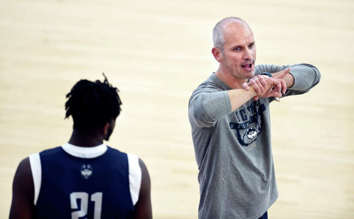 UConn men's basketball coach Dan Hurley said on Monday that he prefers to play scrimmages behind closed doors - where coaches can stop play and give extra emphasis to certain facets of their team.