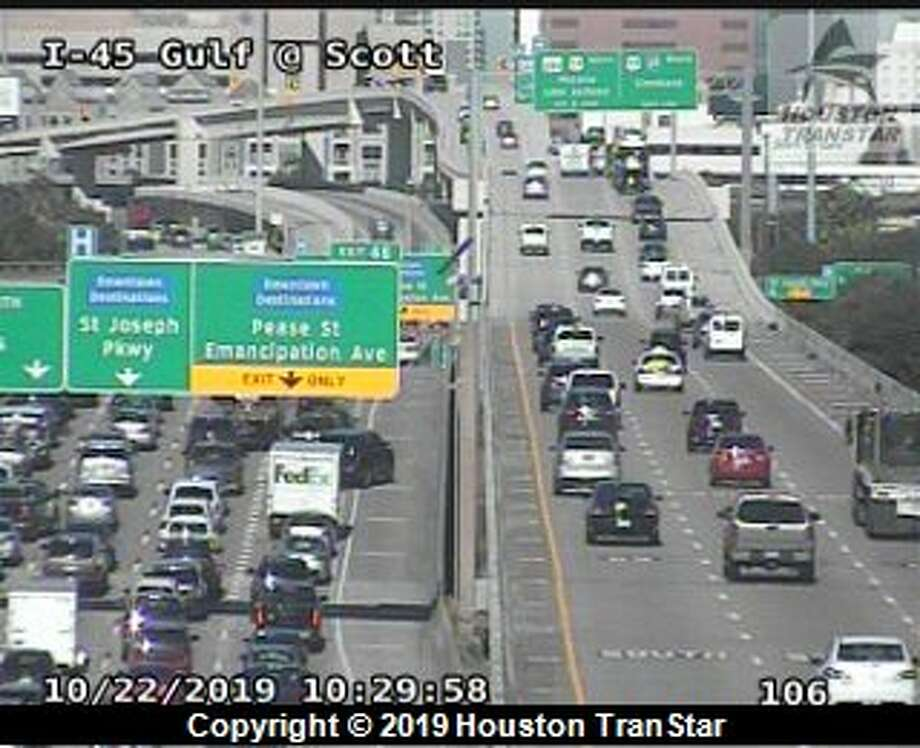 A rollover crash blocks several northbound lanes of Interstate 45 near downtown Houston on Tuesday, Oct. 22, 2019. Photo: Houston TranStar