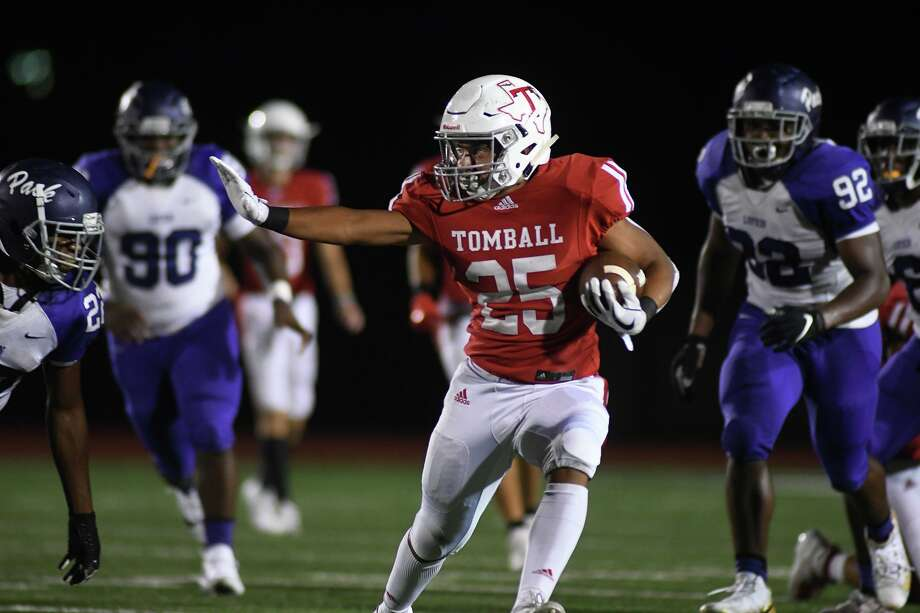 Tomball sophomore running back Evan Alaniz (25) breaks away from a pack of Lufkin defenders during the 3rd quarter of their District 8-5A matchup at Tomball Stadium on Oct. 18, 2019. Photo: Jerry Baker, Houston Chronicle / Contributor / Houston Chronicle