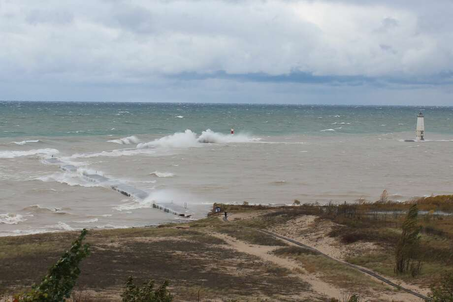 Strong waves pound Elberta on Oct. 22. Photo: Robert Myers