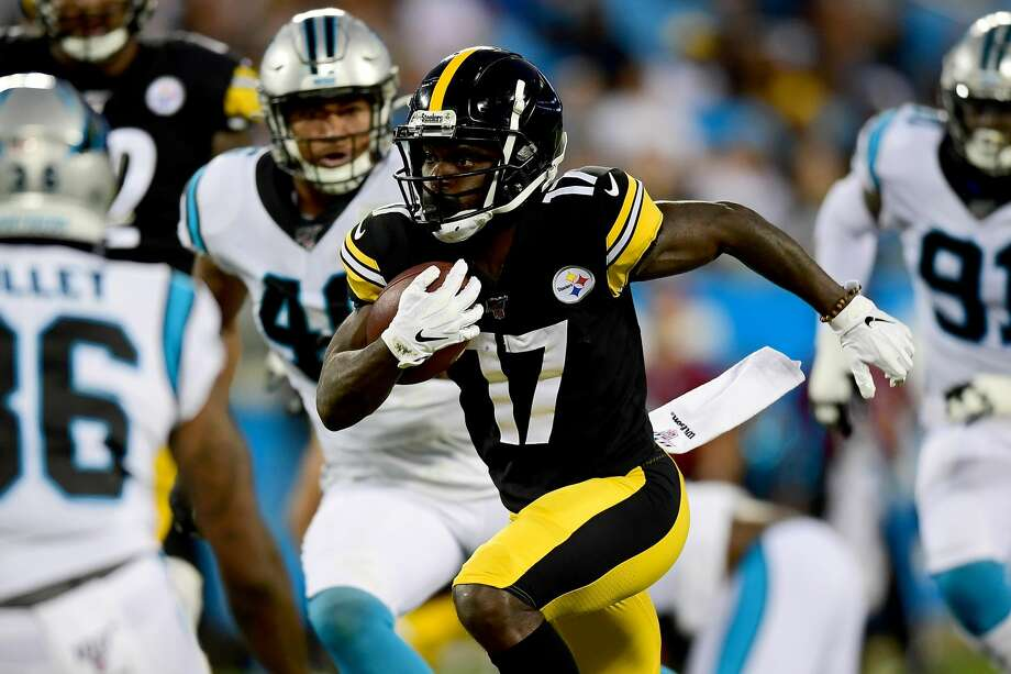 CHARLOTTE, NORTH CAROLINA - AUGUST 29: Eli Rogers #17 of the Pittsburgh Steelers carries the ball during their preseason game against the Carolina Panthers at Bank of America Stadium on August 29, 2019 in Charlotte, North Carolina. (Photo by Jacob Kupferman/Getty Images) Photo: Jacob Kupferman/Getty Images