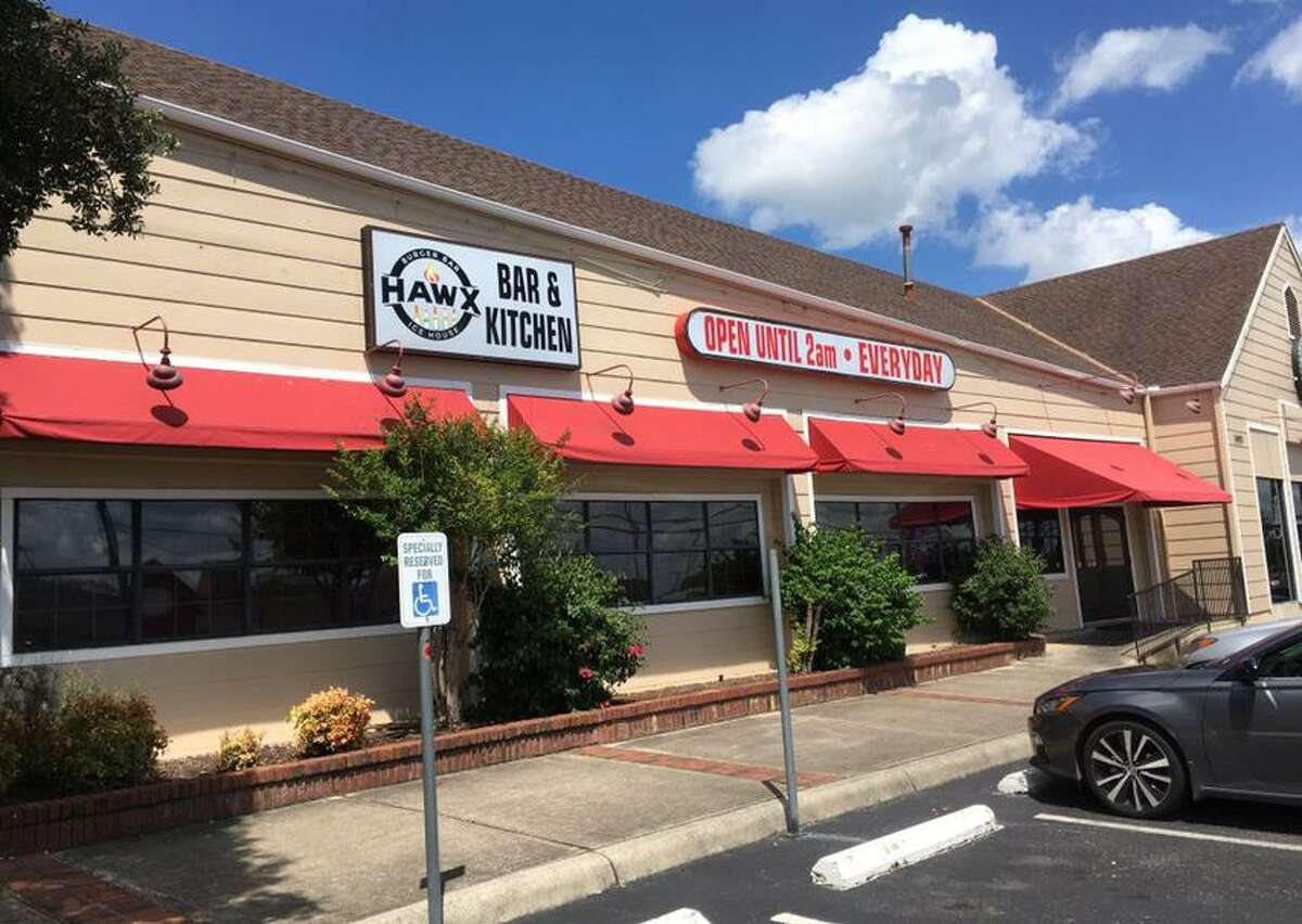 Hawx Burger Bar is located at 2895 Thousand Oaks.