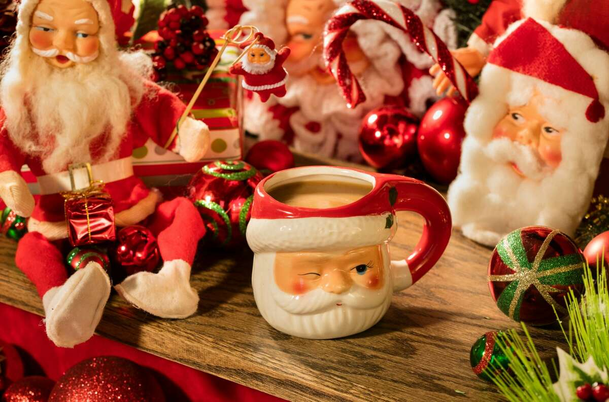 Bad Santa (served hot): Rum, Batavia Arrack, black chai tea, date infused oat milk and vanilla syrup.