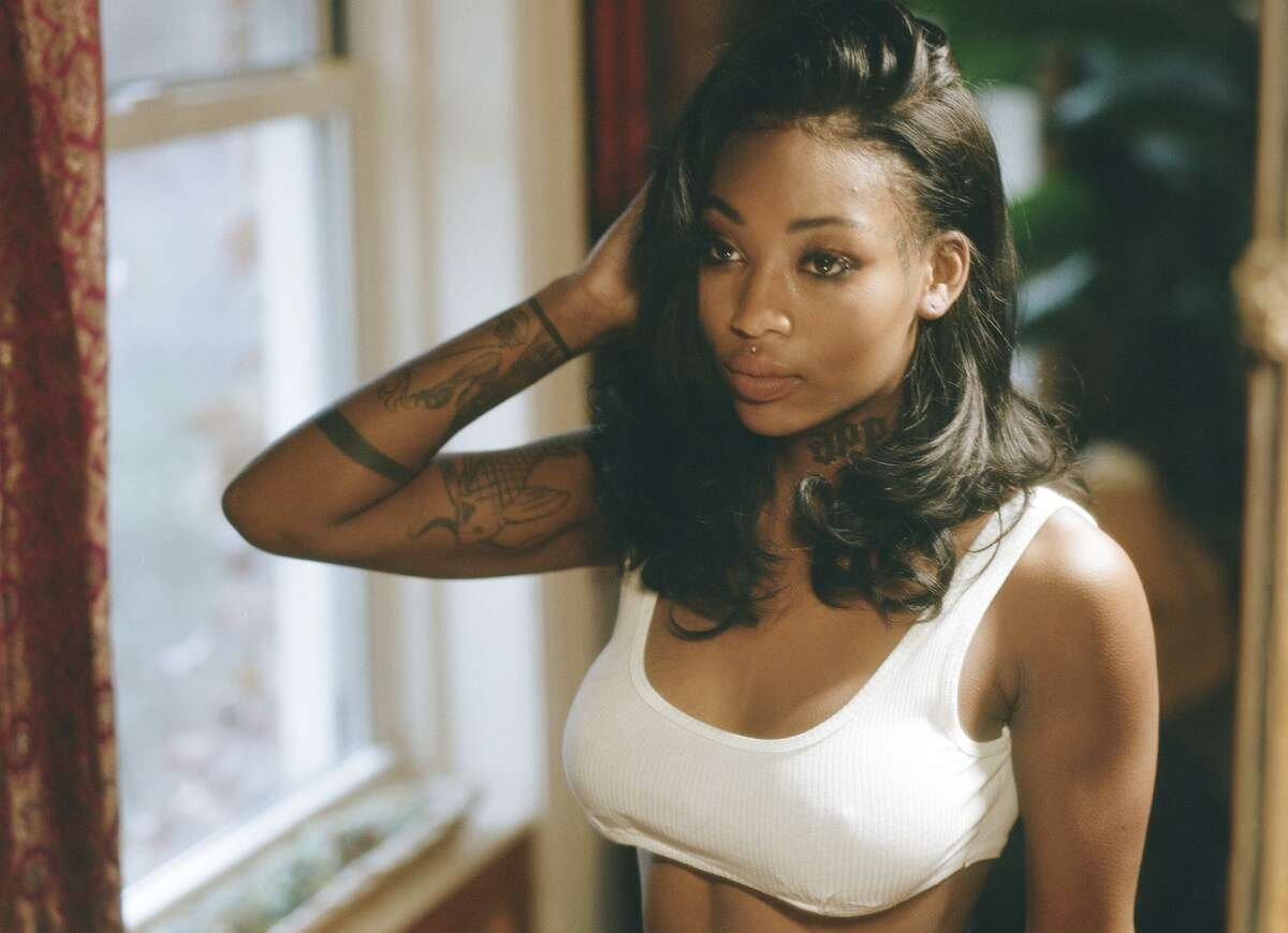 Summer Walker, one of the hottest new R&B singers in years, adds buzz to the Mala Luna lineup.