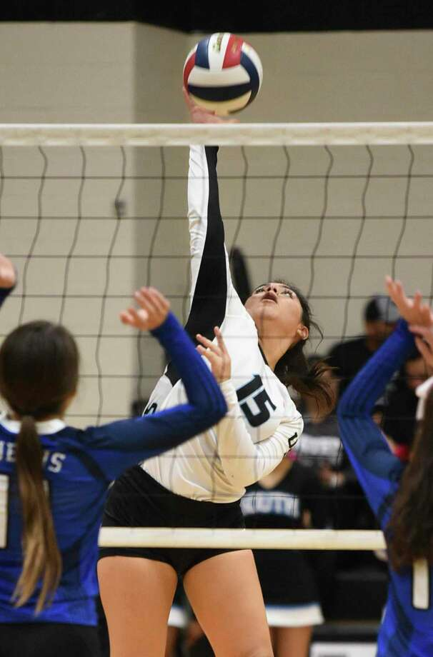 Sara Martinez and United South clinched a playoff spot at home Tuesday with a 3-2 (25-19, 25-21, 17-25, 14-25, 15-9) win over Del Rio. Photo: Danny Zaragoza /Laredo Morning Times