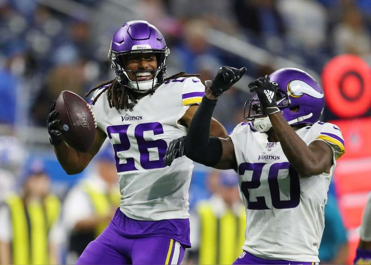 Insiders predict: Minnesota Vikings - Favored to win: Minnesota Vikings - Spread: -16 - Odds: -1000 - Washington Redskins team stats: - Offense: 267.6 yards per game (#29 in the league) --- Passing offense: 182.9 ypg (#31) --- Rushing offense: 84.7 ypg (#24) - Defense: 370.4 yards per game (#21 in the league) --- Passing defense: 236.0 ypg (#12) --- Rushing defense: 134.4 ypg (#27) - Minnesota Vikings team stats: - Offense: 391.0 yards per game (#6 in the league) --- Passing offense: 231.0 ypg (#17) --- Rushing offense: 160.0 ypg (#3) - Defense: 327.9 yards per game (#6 in the league) --- Passing defense: 237.9 ypg (#15) --- Rushing defense: 90.0 ypg (#7) This slideshow was first published on theStacker.com