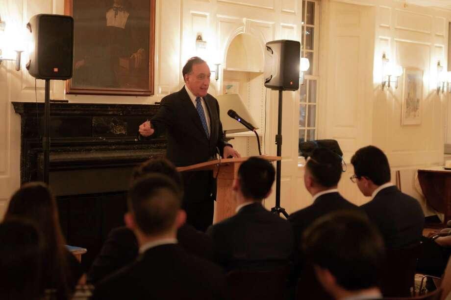 Former HUD Secretary Henry Cisneros addresses the Sube: Yale Latinx Business and Leadership Student Association Oct. 12 at Yale. Photo byJames Larson Photo: Contributed Photo