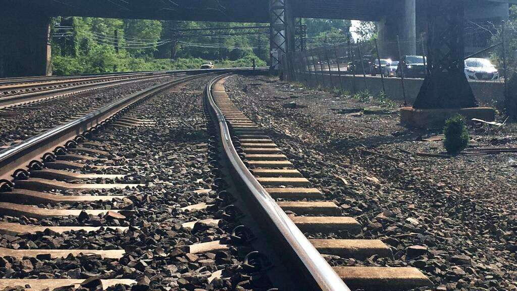 <p>A bend in Metro North's track can be seen prior to the May 18 derailment near Rye N.Y. that injured 14 passengers and two crew members.</p>