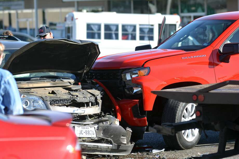 A vehicle that failed to yield right-of-way during a left turn prompted a crash at 5th St. and Quincy Monday. Photo: Nathan Giese/Planview Herald