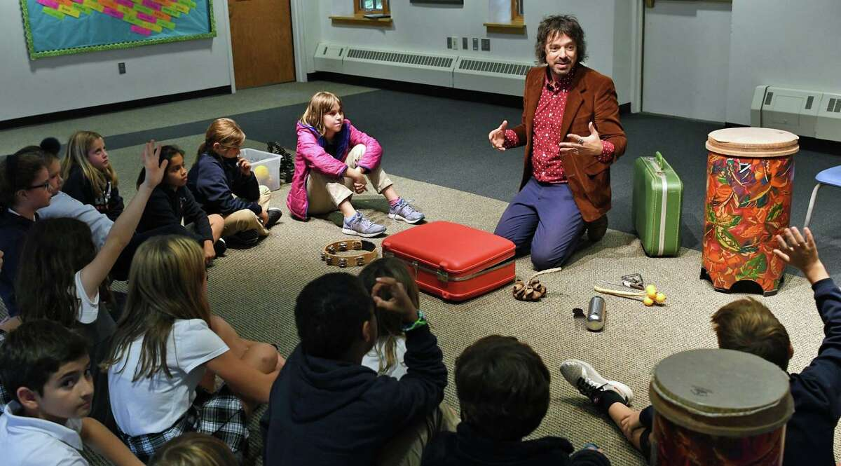 Greens Farms Academy alumnus Charlie Hall leads a music workshop for Greens Farms Academy students during his recent visit to the school.