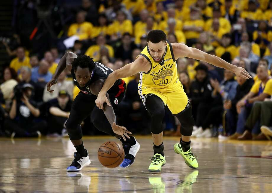 Patrick Beverley #21 of the LA Clippers steals the ball from Stephen Curry #30 of the Golden State Warriors during Game Two of the first round of the 2019 NBA Western Conference Playoffs at ORACLE Arena on April 15, 2019 in Oakland, California. Photo: Ezra Shaw, Getty Images