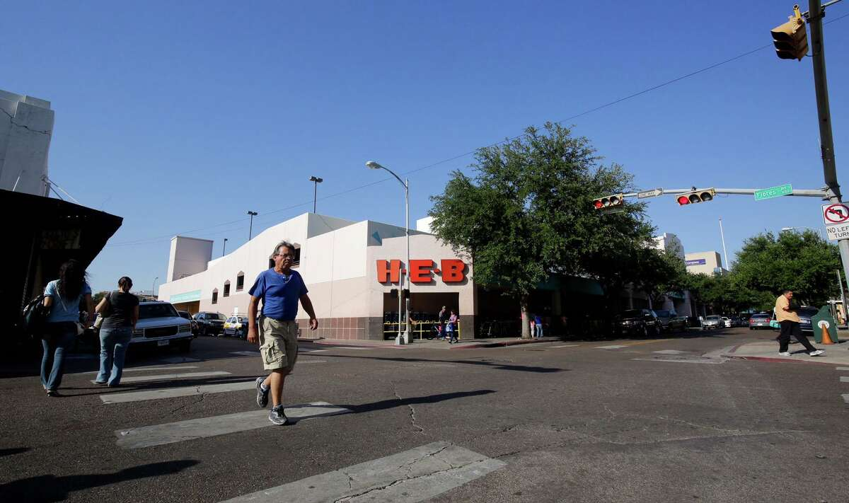 Pedestrians cross the street in front of Laredo's downtown H-E-B, 1002 Farragut St., May 31, 2016. H-E-B closed the store in June 2016. Now it is being outfitted to house the Webb County Sheriff's Office.
