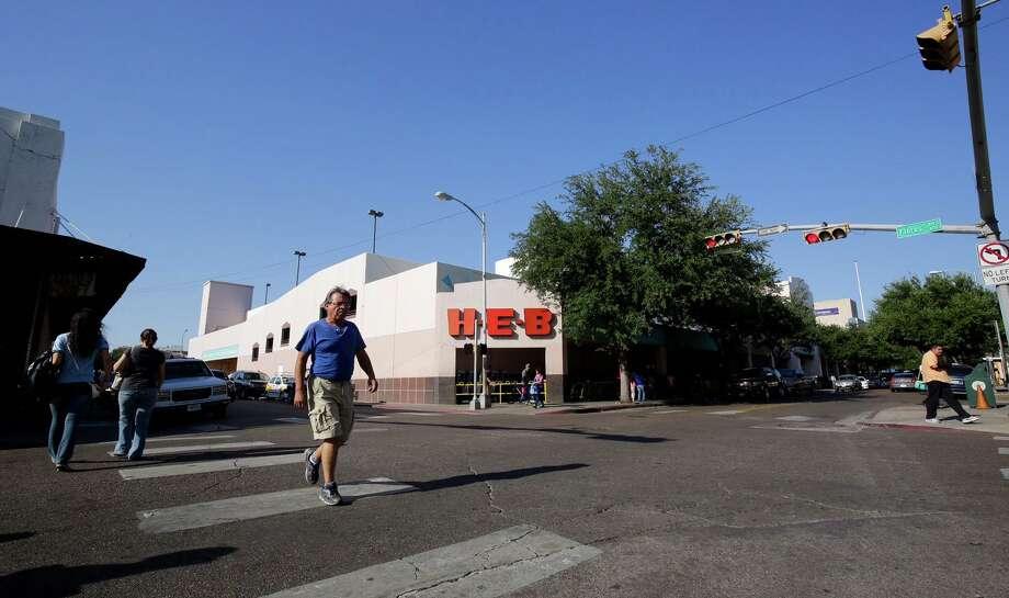 ARCHIVO — El antiguo edificio de H-E-B cerró sus puertas el 26 de junio de 2016. Photo: Victor Strife /Laredo Morning Times